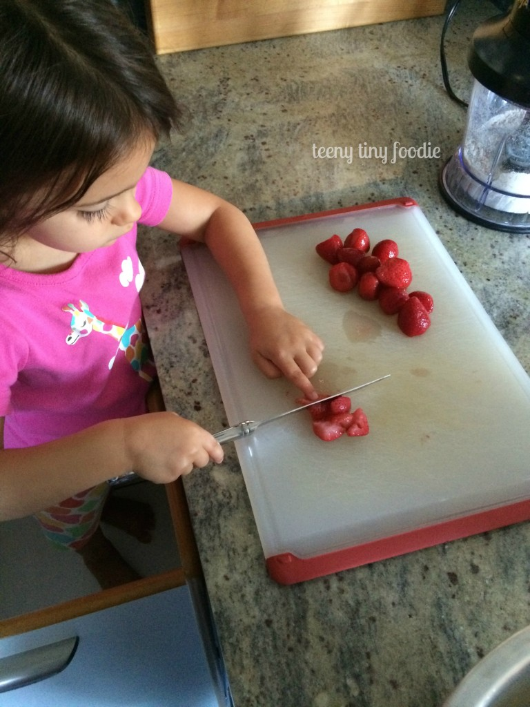 Get kids in the kitchen using butter knives from teeny tiny foodie