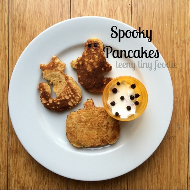 Spooky Pancakes from teeny tiny foodie. A fun #Halloween treat!