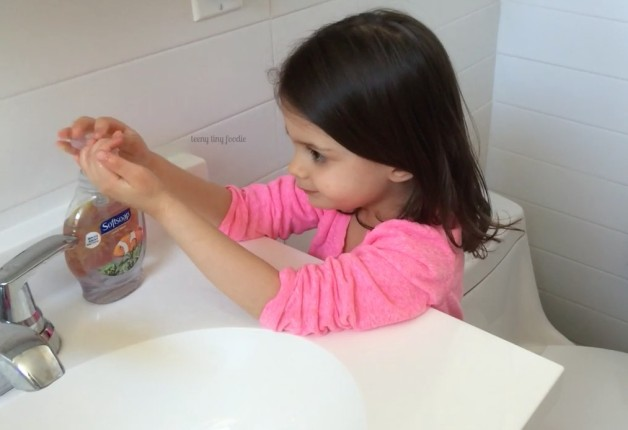 2 Minute Tips with teeny tiny foodie:How to Wash Your Hands. A chef's most important tool is clean hands so watch this video to learn how to do it right! Visit our YouTube channel to watch the videos and visit teenytinyfoodie.com for mote tips and recipe inspiration. #2minutetips #cookinghowtos #kitchentips #cookingwithkids #toddlerscancook #KidsCookMonday #kidsinthekitchen