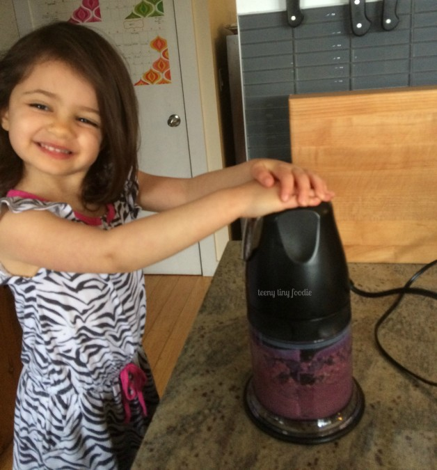 Get help from your little sous chef! This teeny tiny foodie has been helping to push the buttons on kitchen appliances since she was a little over a year old. Here, more recently, she's making her own Avocado Blueberry Smoothie Bowl for a snack. #teenytinyfoodie #KidsCookMonday