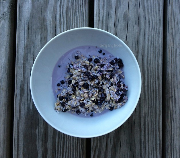 Purple Overnight Oats from teeny tiny foodie is one of 5 easy breakfast recipes you can make ahead of time. They are so easy to make that your kids can help you too! #teenytinyfoodie