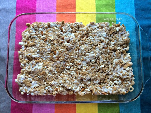 Sweet & Salty Cereal Treats from teeny tiny foodie are an easy and scrumptious dessert you can make with kids! #teenytinyfoodie #kidsinthekitchen #KidsCookMonday